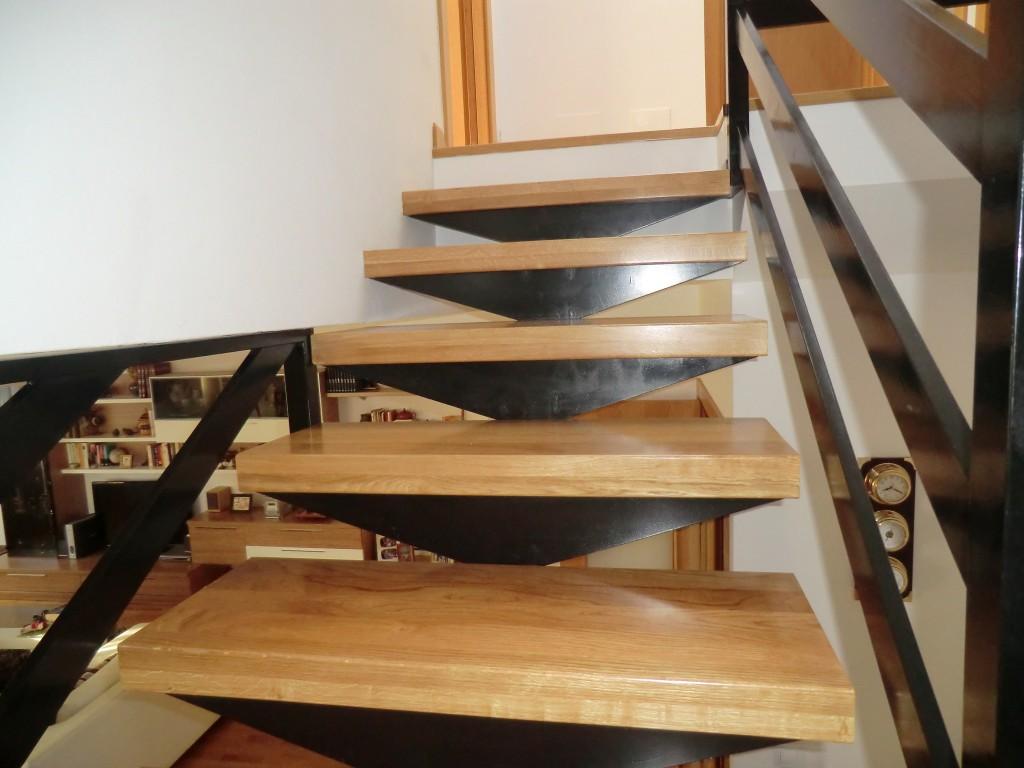Escaleras voladas de madera escalera recta con peldaos de - Escaleras voladas de madera ...